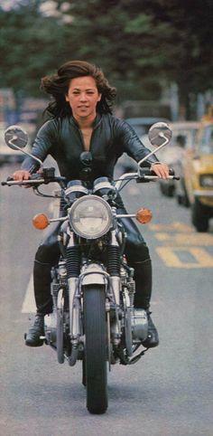❤️ Women Riding Motorcycles ❤️ Girls on Bikes ❤️ Biker Babes ❤️ Lady Riders ❤️ Girls who ride rock ❤️TinkerTailorCo ❤️ Female Motorcycle Riders, Motorbike Girl, Women Motorcycle, Motorcycle License, Motorcycle Helmets, Trike Motorcycles, Motorcycle Quotes, Vintage Motorcycles, Custom Motorcycles