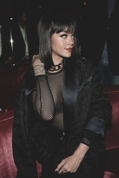 New Hair Cut new haircut Rihanna Mode, Rihanna Riri, Rihanna Style, Girl Crushes, Mode Outfits, Girl Outfits, Rihanna Looks, Alexander Mcqueen, Bad Girl Aesthetic