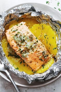 Serves 2 2 salmon fillets pineapple, halved and sliced ¼ cup butter ⅓ cup honey 4 large cloves garlic, crushed 2 tablespoons fresh lemon juice (juice of ½ a lemon) Chopped fresh parsley Salt and pepper Fish Recipes, Seafood Recipes, Dinner Recipes, Cooking Recipes, Healthy Recipes, Pepper Recipes, Dinner Ideas, Garlic Recipes, Top Recipes