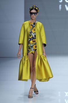 Sophie et Voilà. Abaya Fashion, Kimono Fashion, Fashion Outfits, Womens Fashion, Fashion Trends, Simple Dresses, Pretty Dresses, Abaya Mode, Mode Kimono