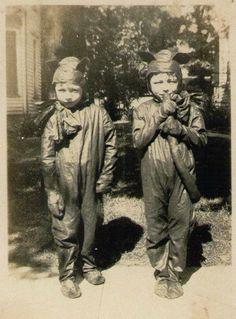 1875, Les premieres photos des costumes d'Halloween