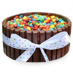 Send fresh and yummy Chocolate Kitkat Cake in Ahmedabad from the SendGiftsAhmedabad. Buy the eggless Chocolate Kitkat Cake for the special occasions like birthdays, anniversary and much more with the fast mid night delivery for the address located in Ahme Chocolate Truffle Cake, Tasty Chocolate Cake, Chocolate Dishes, Send Birthday Cake, Birthday Cake Delivery, Hulk Birthday, 5th Birthday, Gem Cake, Places