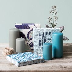 Napkins with intricate patterns and designs for elegant table settings. L33xW33 cm. Price per pack DKK 9,96 / EUR 1,29 / ISK 399 / NOK 14,96 / GBP 0,96 / SEK 10,98 / CHF 2,14 / FO-DKK 13,26 . . Remember that you can always find napkins and candles at Søstrene Grene.