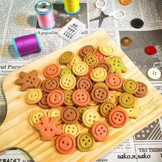 sako n sakoさんの卵不使用 カラフルボタンクッキー #snapdish #foodstagram #instafood #food #homemade #cooking #japanesefood #料理 #手料理 #ごはん #おうちごはん #テーブルコーディネート #器 #お洒落 #ていねいな暮らし #暮らし #ボタンクッキー #クッキー #cookie #ボタン #型抜きクッキー #スイーツ #おやつ #焼き菓子 https://snapdish.co/d/Oz5nTa