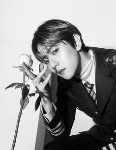 Prettier than roses 🌹 181025 - EXO Website Update with Baekhyun - Teaser Photos 2ne1, Kyungsoo, Exo Chanyeol, K Pop, Got7, Exo Album, Culture Pop, Kim Minseok, Exo Korean