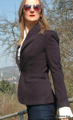 Elegance&Ease Navy Blazer #1 Red Belt http://oceanbluestyle.blopgspot.de A fashion blog where SoCal Ease meets European Elegance for grown-up women 40+