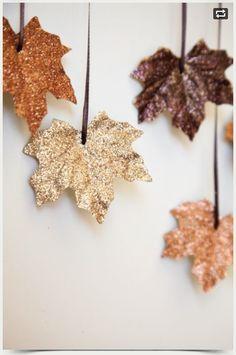 Festive glitter leaves!