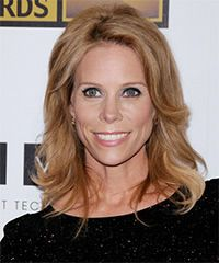 Cheryl Hines Hairstyle: Casual Medium Straight Hairstyle Styling Steps