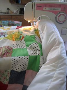 How to Sew a Quilt! (quilting : 33 Steps (with Pictures) - Instructables Quilting 101, Quilting Tutorials, Machine Quilting, Quilting Projects, Sewing Projects, Quilting Ideas, Beginner Quilt Patterns, Quilting For Beginners, Quilt Patterns Free