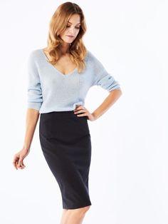 Spódnica ołówkowa na niejedną okazję. http://womanmax.pl/spodnica-olowkowa-niejedna-okazje/