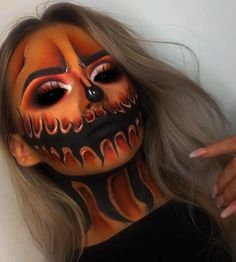 Karneval Halloween face Super creative makeup looks that we love. See more ideas about Makeup, Creat Halloween Pumpkin Makeup, Halloween Makeup Clown, Amazing Halloween Makeup, Halloween Eyes, Halloween Costumes, Halloween 2020, Halloween Make Up Scary, Zombie Make Up, Halloween Entryway