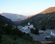 #Granada - #Bubión / Bubión se encuentra situado en el corazón de Sierra Nevada, en el conocido Barranco de Poqueira a una altitud sobre el nivel del mar de 1290 metros. Su céntrica localización le permite disponer de impresionantes vistas. En días claros se puede ver a la vez el Mar Mediterraneo y Sierra Nevada desde el mismo punto. Fuente: www.bubion.es .