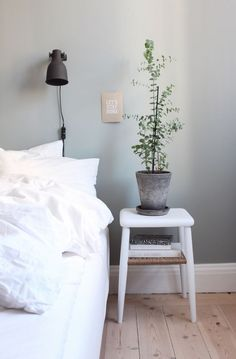 24 Unique Bedroom Decorations and Accessories that will Make the Bedroom Your Favorite Space - The Trending House My New Room, My Room, Urban Deco, Ideas Hogar, Minimalist Bedroom, Home Interior, Cozy House, Interiores Design, Hygge