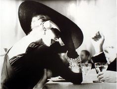 Lillian Bassman: The V-Back Evenings (Model Suzy Parker in a dress by Pauline Trigère, from Harper's Bazaar, July 1955 Paolo Roversi, Peter Lindbergh, Moda Vintage, Vintage Mode, Vintage Hats, Vintage Glamour, Vintage Ideas, Suzy Parker, Parker Ny
