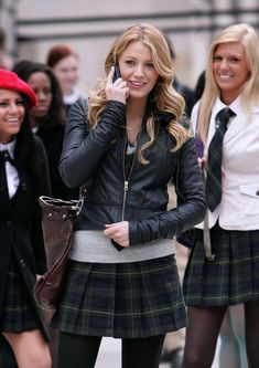 Pin for Later: 64 Times Blake Lively Gave Us Major Outfit Envy on Gossip Girl Preppy Plaid Blake Lively Gossip Girl, Gossip Girl Serena, Estilo Gossip Girl, Blake Lively Style, Gossip Girls, Fashion Tv, School Fashion, Fashion Photo, High Fashion
