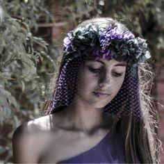 #Tocado semicorona de #Hortensias con velo en red de tonos morados - gloriavelazquez.com