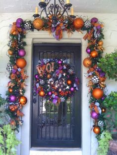 Halloween Front Door - Trick or Treaters will love coming here! Love the idea of using halloween colored christmas ornaments. I absolutely LOVE the garland! Spooky Halloween, Theme Halloween, Holidays Halloween, Halloween Crafts, Happy Halloween, Halloween Wreaths, Halloween Porch, Halloween Tutorial, Halloween Mural