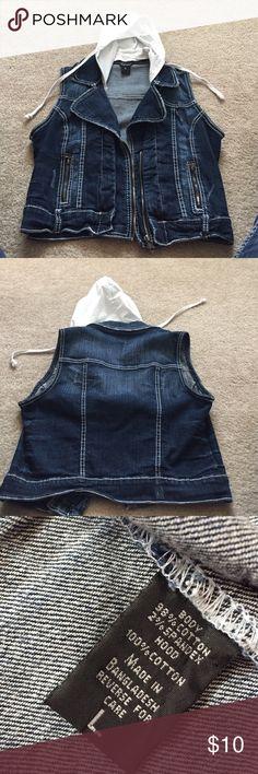 "Ariya Jeans Cropped Hooded Denim Vest Large Ariya Jeans Cropped Hooded Denim Vest Large, hood buttons off! 36"" bust and 19"" length! Ariya Jackets & Coats Vests"