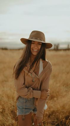 Western Outfits Women, Western Dresses, Western Wear, Cute Casual Outfits, Boho Outfits, Winter Outfits, Photography Senior Pictures, Photography Hacks, Portrait Photography