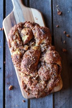 Cinnamon Crunch Braided Brioche Bread via Half Baked Harvest Bread Recipes, Cooking Recipes, Kitchen Recipes, Cinnamon Crunch, Cinnamon Bread, Brioche Bread, Challah, Gula, Gastronomia