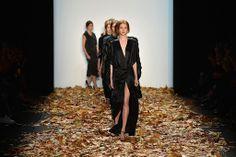 #fashion #fashionweek #berlinfashionweek #berlin #woman #fashionwoman #women Berlin Fashion, Alexander Mcqueen, January 14, Womens Fashion, Woman, Alexander Mcqueen Couture, Women's Fashion, Women, Woman Fashion
