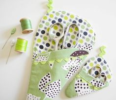 Set of Two Scissor Sleeves - Leafy Green would make a great gift for my mother for Christmas, add a small pouch for her needle threader