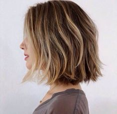 20 Brown balayage short hair looks. Blonde balayage looks. Ideas about Brown balayage short hair. Balayage hairstyles for short length. Short Shoulder Length Hair, Neck Length Hair Cuts, Shoulder Length Haircuts, Shoulder Haircut, One Length Hair, Collar Bone Hair Length, Shoulder Hair Styles, Above Shoulder Hair, Shoulder Length Balayage