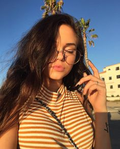 Maggie Lindemann pictures and photos Maggie Lindemann, Tmblr Girl, Actrices Sexy, Selfie Poses, Bed Selfie, Girls Selfies, Tumblr Selfies, Girls With Glasses, Aesthetic Girl