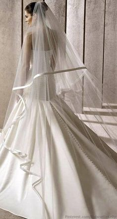 Very Vera Wang timeless classic, luxury wedding gown and veil. Enjoy RUSHWORLD boards, WEDDING GOWN HOUND, UNPREDICTABLE WOMEN HAUTE COUTURE and MY GOD IT'S FULL OF STARS. Follow RUSHWORLD! We're on the hunt for everything you'll love! #DesignerGown #WeddingGownHound #WeddingGown #DesignerWeddingGown