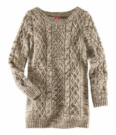 Langer Pullover in Strickoptik aus meliertem Garn.