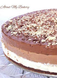 Il cioccolato è la vostra passione e non sapete mai quale scegliere? Questa torta li mette tutti insieme, in tre strati, e in più è fredda e senza cottura.. non vi resta che provarla!