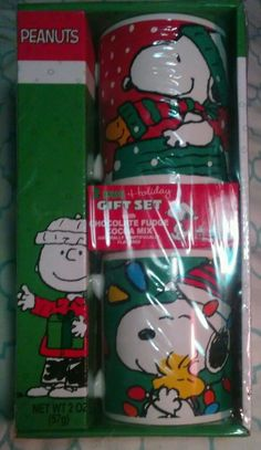 Peanuts 2 Mug Holiday Gift Set with Snoopy and Charlie Brown and 1 Package of Ch #Galerie