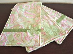 Burp cloth tutorial - perfect for upcoming baby showers.