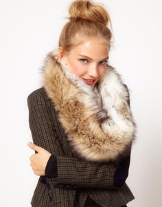 Cozy winter outfit: faux fur snood and tweed jacket