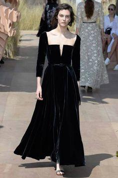 38a76d9a404 Christian Dior Autumn Winter 2017 Couture