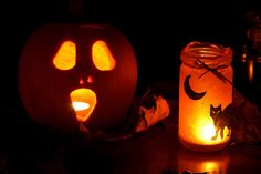 In this article we review the top 10 solar Halloween Decorations. These festive devices look great on any home and promote the spirit of Halloween. We recom