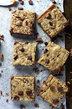 Coconut Oil Chocolate Chunk Cookie Bars - this easy recipe only requires one-bowl and 30 minutes!