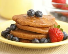 Easy Pancakes That Pack 18 Grams of Protein Per Serving