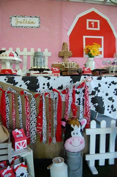 CottonCandy's Birthday / Farm - Photo Gallery at Catch My Party Farm Themed Party, Barnyard Party, Farm Party, Farm Birthday, Birthday Parties, Party Themes, Party Ideas, Theme Ideas, Western Parties