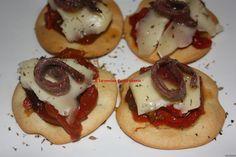 aperitivo de anchoa, queso y pimiento