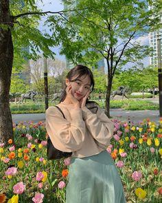 Korean Girl Photo, Korean Girl Fashion, Ulzzang Fashion, Pretty Korean Girls, Cute Korean Girl, Asian Girl, Korean Photography, Teen Girl Photography, Korean Aesthetic
