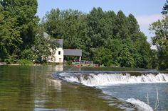 Les moulins du Clain en canoë Tourisme vert  Les mystères de la Bataille Tél : 06 10 04 56 83 Philippe Merlier  Site internet : ass-pmo.com  Mail:philippem@raidvienne.com