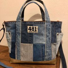 Discover recipes, home ideas, style inspiration and other ideas to try. Denim Handbags, Denim Tote Bags, Tote Handbags, Denim Crafts, Recycled Denim, Bag Patterns To Sew, Fabric Bags, Quilted Bag, Zipper Bags