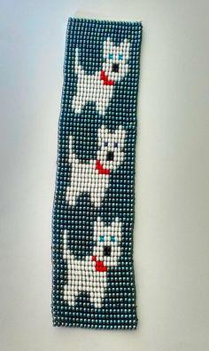 Bracelete lindíssimo artesanal, feito com miçangas Jablonex, no tear, nas cores cinza, branco, vermelho e azul. Faço no tamanho do pulso da cliente.