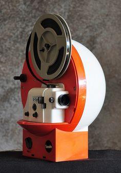 "Polistil ""Tondo"" Super 8 Projector - Via Camera Art, Movie Camera, Old Cameras, Vintage Cameras, Super 8 Camera, 1970s Movies, Cinema Projector, Black And White Swimsuit, Sound & Vision"