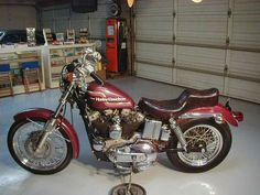 1975 Sportster XLH Bring back memories Nancy? Loved my 75 Sporty. Sportster Cafe Racer, Ironhead Sportster, Sportster Motorcycle, Motorcycle Museum, Harley Davidson Sportster, Bobber, New Motorcycles, Vintage Motorcycles, Amf Harley