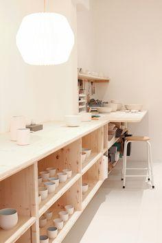 pottery workspace - Hobbies paining body for kids and adult Clay Studio, My Art Studio, Studio Room, Studio Setup, Ceramic Studio, Home Studio, Pottery Workshop, Ceramic Workshop, Pottery Studio