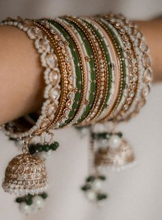 Fancy Jewellery, Indian Jewellery Design, Cute Jewelry, Jewelry Design, Indian Bridal Jewelry Sets, Bridal Bangles, Wedding Jewelry, Thread Bangles Design, Bangle Set