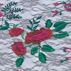 Tecido tule bordado preto flores vermelho/pink