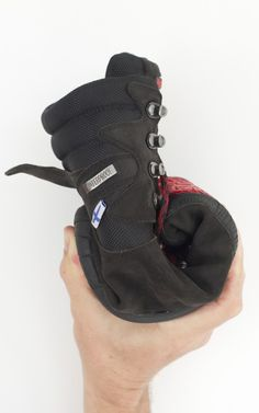 Kuuva 3 - All new waterproof barefoot hiking boot. Excellent for Hunting, Hiking, Mountaineering and City. All-year use, but one of the few barefoot boots suitable for severe winter conditions. Very flexible and very light. Sizes: EUR 37-46 Materials: Leather upper. Waterproof inner lining.